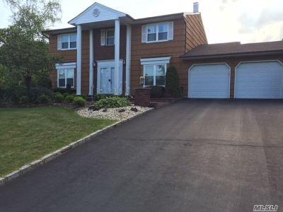 Dix Hills Single Family Home For Sale: 7 E Majestic Dr