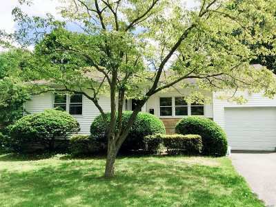Syosset Single Family Home For Sale: 128 Syosset Woodbury Rd