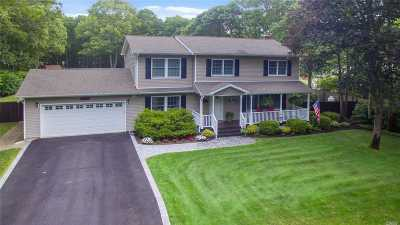 Manorville Single Family Home For Sale: 11 Eileen Ln