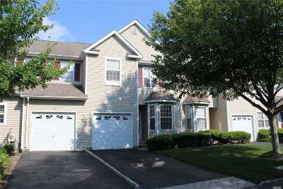 Nesconset Condo/Townhouse For Sale: 18 Deer Valley Dr
