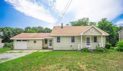 Manorville Single Family Home For Sale: 490 Moriches Middle