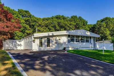 Lake Ronkonkoma Single Family Home For Sale: 111 Maplecrest Dr