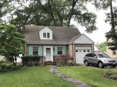 Freeport Single Family Home For Sale: 135 Connecticut Ave