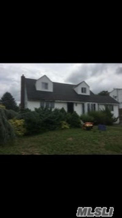 Deer Park NY Single Family Home For Sale: $329,900