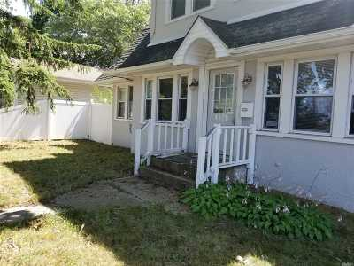 Bay Shore Single Family Home For Sale: 136 3rd Ave