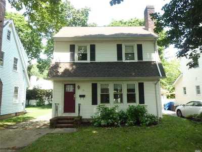 Garden City Single Family Home For Sale: 55 Cambridge Ave