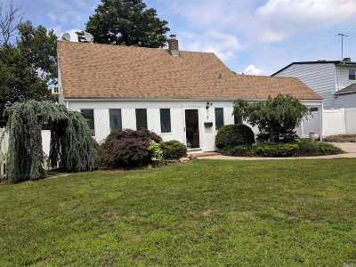 Levittown Single Family Home For Sale: 7 Halter Ln
