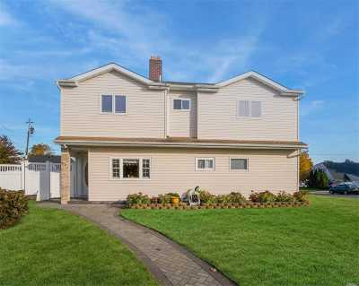 Levittown Single Family Home For Sale: 81 Stonecutter Rd