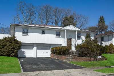 Syosset Single Family Home For Sale: 25 Russell Park Rd