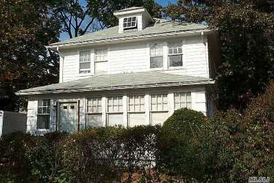 Hempstead Single Family Home For Sale: 11 Stowe Pl