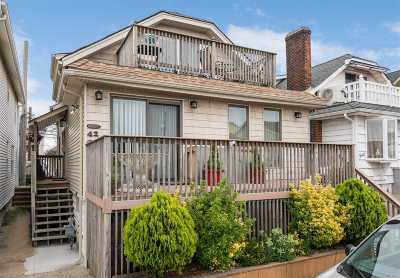 Long Beach Multi Family Home For Sale: 42 Virginia Ave