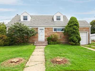 East Meadow Single Family Home For Sale: 134 Dorothy Dr