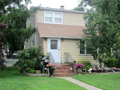 Patchogue Single Family Home For Sale: 41 Northridge St