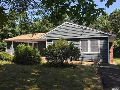 Brentwood Single Family Home For Sale: 213 Commercial Blvd