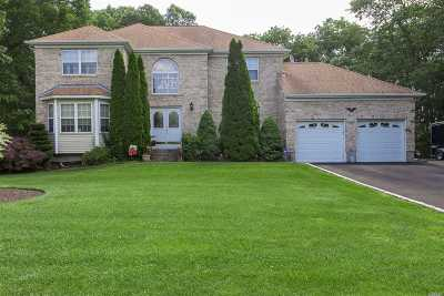 Manorville Single Family Home For Sale: 1 Chateau Dr
