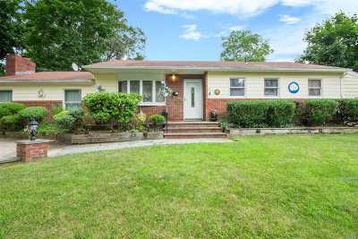 E. Northport Single Family Home For Sale: 2 W Haven Dr