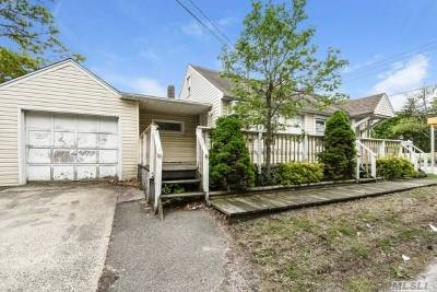 Patchogue Single Family Home For Sale: 6 E 4th St