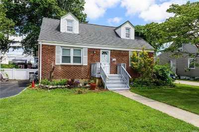 Hicksville Single Family Home For Sale: 37 Linden Blvd