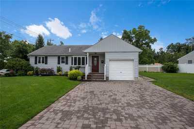 East Meadow Single Family Home For Sale: 2152 Dofena Ln