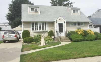Hicksville Single Family Home For Sale: 148 Wilfred Blvd