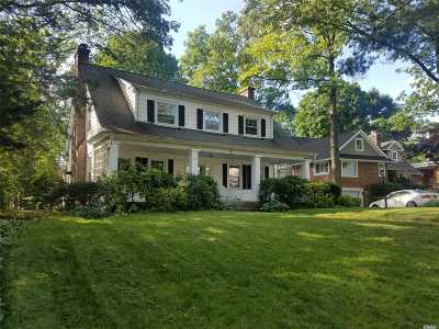 Port Washington Single Family Home For Sale: 32 Summit Rd