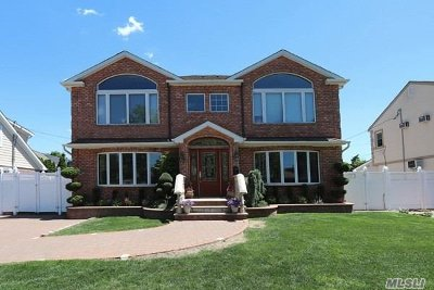 Carle Place Single Family Home For Sale: 22 Midtown Rd
