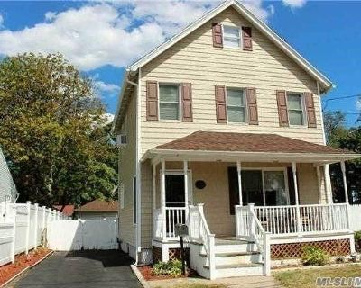 East Islip Single Family Home For Sale: 27 1st Ave