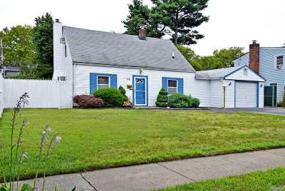 Levittown Single Family Home For Sale: 16 Honeysuckle Rd