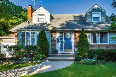 Syosset Single Family Home For Sale: 14 Willets Dr
