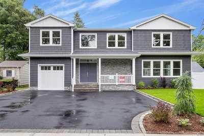 Merrick Single Family Home For Sale: 1349 Whittier Ave
