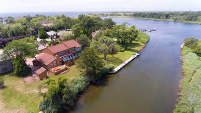 East Islip Single Family Home For Sale: 11 The Mast