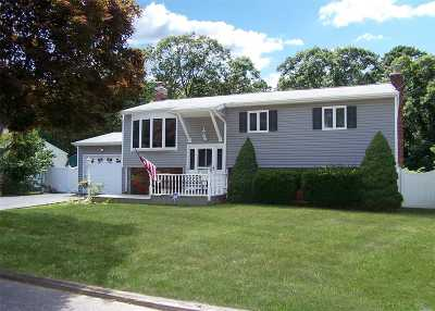 Sayville Single Family Home For Sale: 484 Bohemia Pky