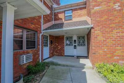 Bellmore Condo/Townhouse For Sale: 2386 Bedford Ave #B