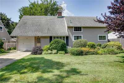 Levittown Single Family Home For Sale: 22 Bucket Ln