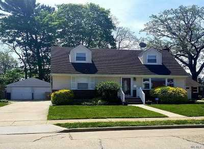 Hempstead Single Family Home For Sale: 38 Harriman Ave