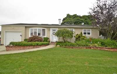 Islip Single Family Home For Sale: 123 Jamie St