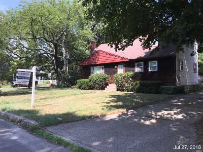 Smithtown Single Family Home For Sale: 19 William St
