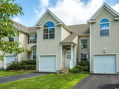 Medford Condo/Townhouse For Sale: 31 Cranberry Cir