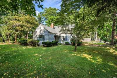 Oakdale Single Family Home For Sale: 163 Connetquot Dr