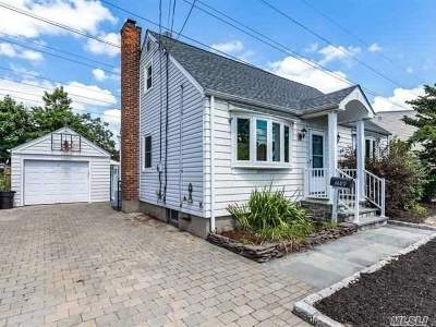 Levittown Single Family Home For Sale: 3689 Mallard Rd