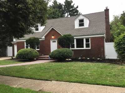 Hempstead Single Family Home For Sale: 26 Sterling Pl