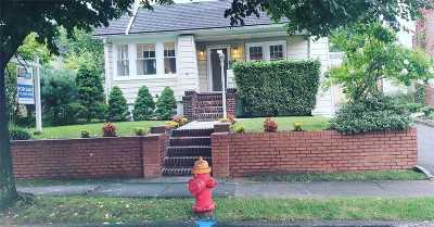 Port Washington Single Family Home For Sale: 86 Mackey Ave