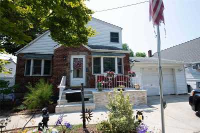 W. Hempstead Single Family Home For Sale: 341 Concord Ave