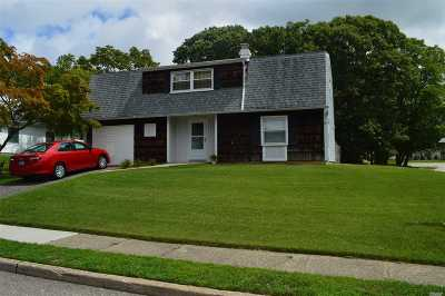 Farmingville Single Family Home For Sale: 1 Carnegie Dr