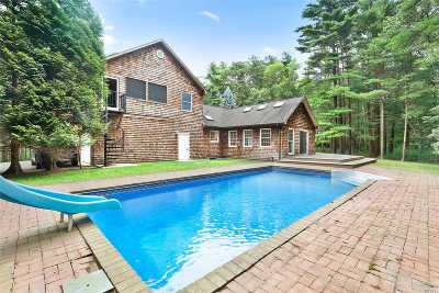East Hampton Single Family Home For Sale: 35 Oak Hill Ln