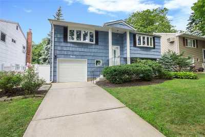 Huntington Single Family Home For Sale: 7 Vilno Ct