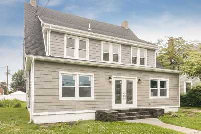 Hempstead Single Family Home For Sale: 77 Cruikshank
