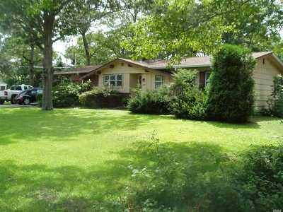 Hampton Bays Single Family Home For Sale: 8 Graham