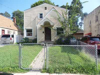 Hempstead Single Family Home For Sale: 68 Wellington St