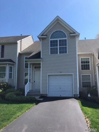 Medford Condo/Townhouse For Sale: 143 Kettles Ln